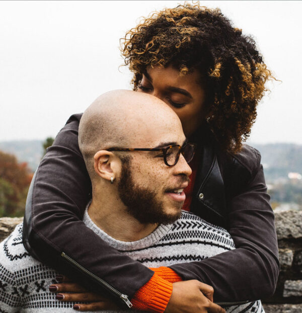 couple hugging, used numerology to find romantic compatibility